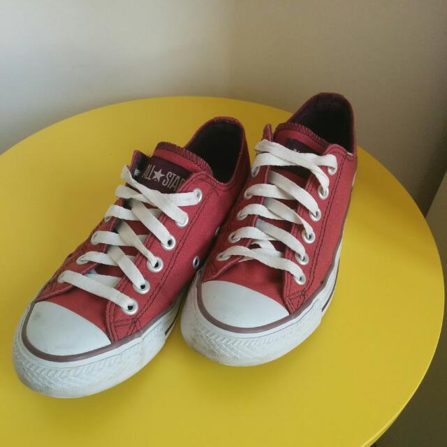 "Dark Red ""All Star"" Converse Size 35"