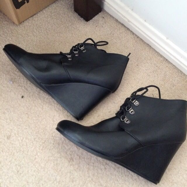 Mooloola Black Wedges Size 10