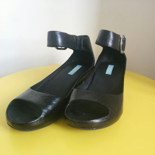 Zazou Gift Black Leather Sandal Size 35