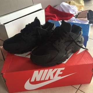 Nike Hearche