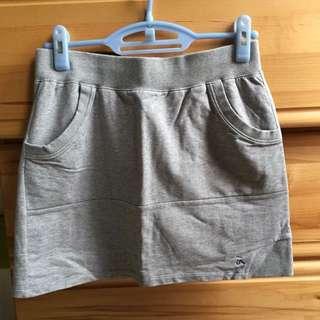a la sha灰色短裙