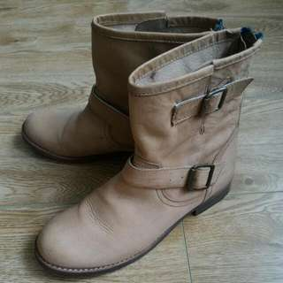 Used Steve Madden 7.5 Beige Leather Boots