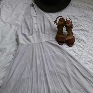Wayne CooperMarilynMonroe style white pleated dress- Size 3 (fits 10- 12). RRP $450 #1212sale