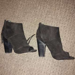NOVO Ladies Size 6 Ankle Boots