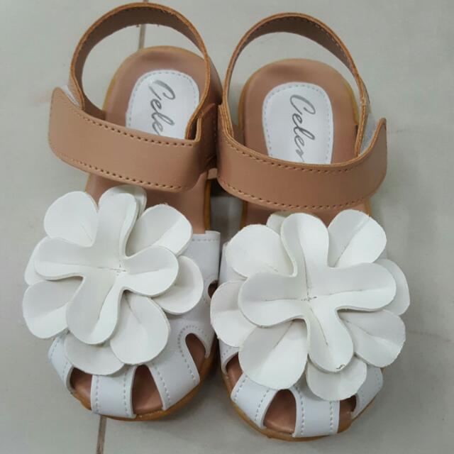 d51f93b3a67 BN White Flower Sandals