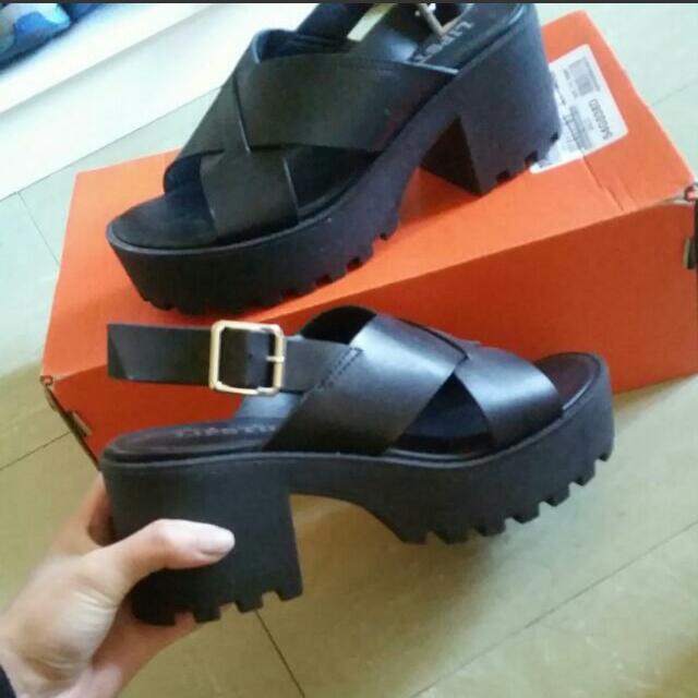Lipstick Shoes Sandals Size 6