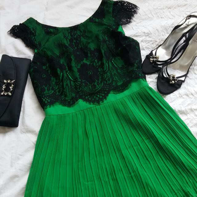 Review Green pleated dress with Black lace. Size 10. Super elegant.