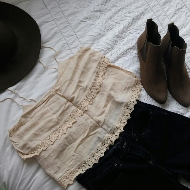 Rodeo Show cream lace cropped top. Size 10. Worn once. RRP $145 #1212sale