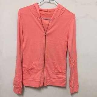粉橘色外套