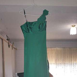 PRICE DROP!!! Size 8 Elegant Emerald Gown Floor Length