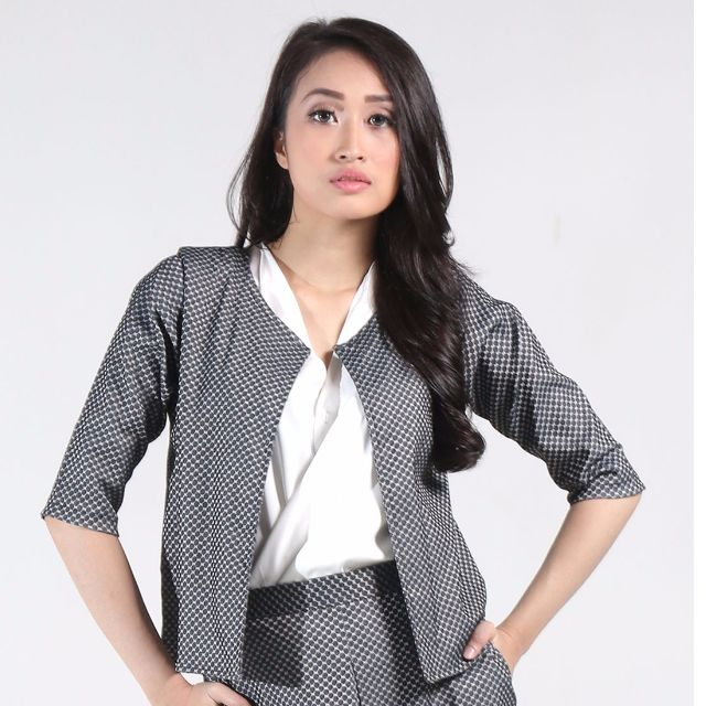 Fey Collarless Blazer in Grey