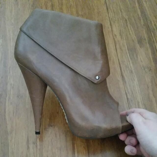 Siren Size 7 Brown Booties