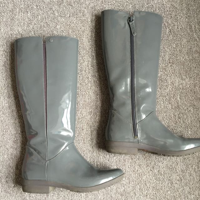 Ugg Lacquered Grey Leather Boots In Size 38