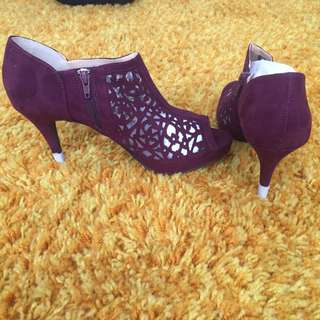 Suede Maroon Heels, Size 10