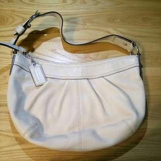 Coach水餃側背包