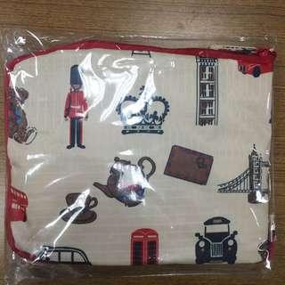Orbis 滿額贈的英倫風收納旅行袋
