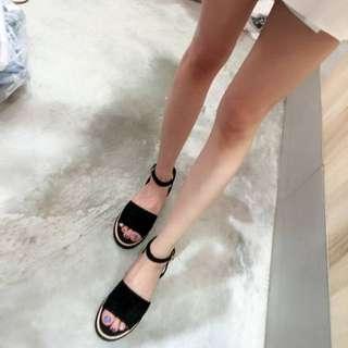 正韓*~麂皮材質厚底涼鞋(現24黑*1)