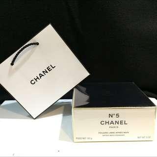 Chanel N'5柔膚香粉