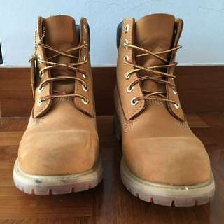 "(RESERVED) TIMBERLAND 6"" Boots Size 38"