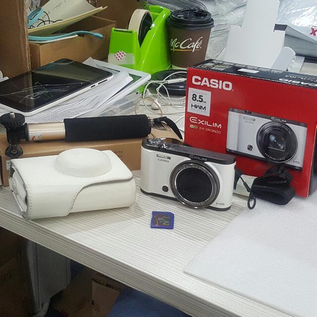 Casio Exilim ZR3500 white Selfie
