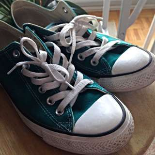 Low Top Converse Size US7.5/8
