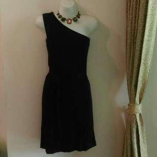 『保留中』高雄 Zara 黑洋裝,禮服 ,200元