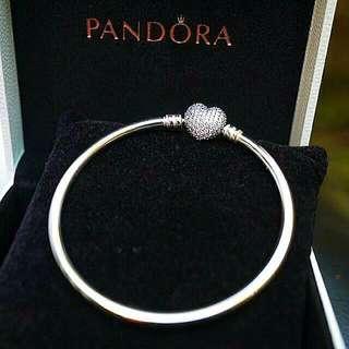 【Pandora】澳洲潘朵拉 ♡ 母親節限量滿鑽愛心扣硬環17cm
