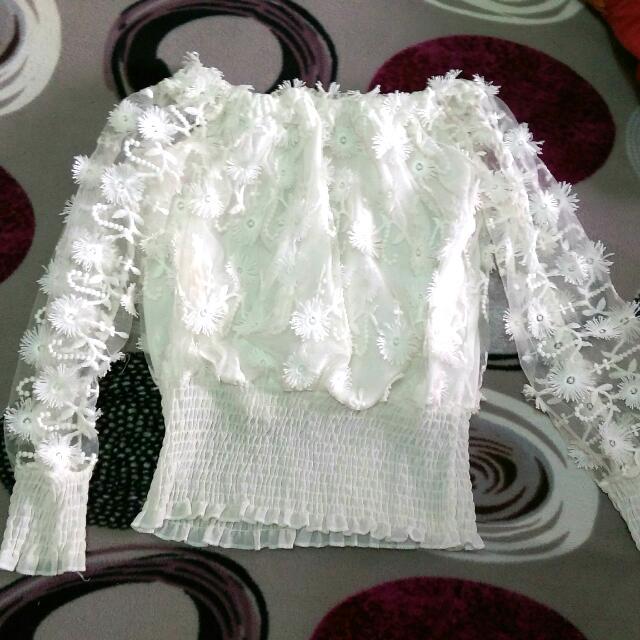 網紗花瓣平口白色上衣