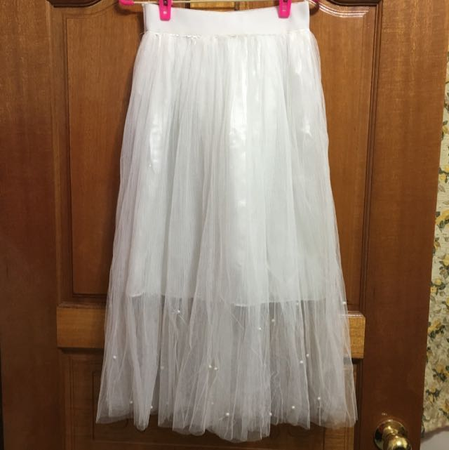 白色蓬蓬珍珠裙