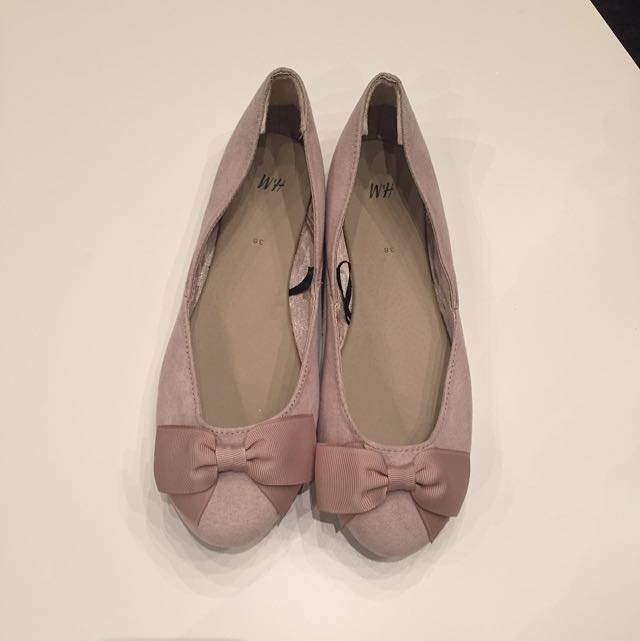 H&M Shoes - Bow Ballet Flats in Nude