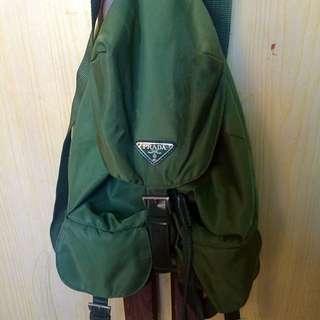 正品prada 軍綠尼龍布後背包