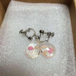 含運)乾燥花 水滴 夾式耳環 購自pinkoi 香港賣家