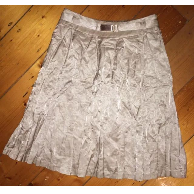 CUE Gold Pleat Skirt Sz 6 With Matching Belt