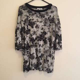 Oversized Floral Tee. Size S
