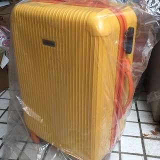American Tiger 硬殼行李箱  小鴨黃18吋。880元