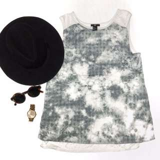 H&M abstract grey top