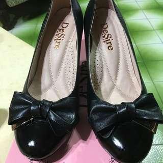 黑色中跟蝴蝶結包鞋