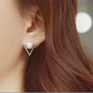 ✅instocks Triangular Pearl Earring (silver)