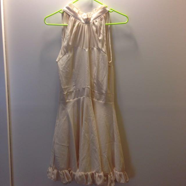 蕾絲立領後綁帶米色洋裝