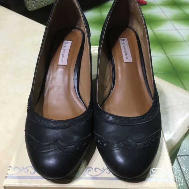 黑色雕花包鞋
