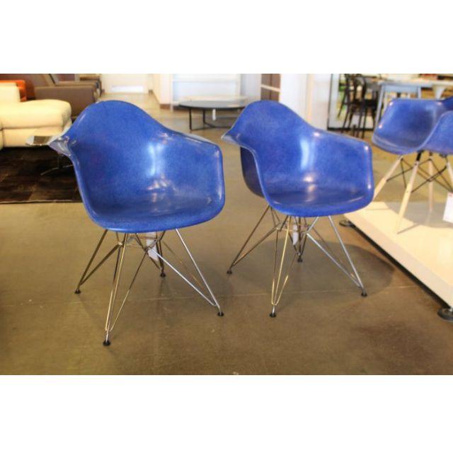 [保證真品] Herman Miller Eames 玻璃纖維 扶手椅 亮藍色 鍍鉻鐵腳