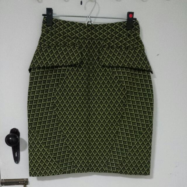 Cue High Waisted Geometric Skirt