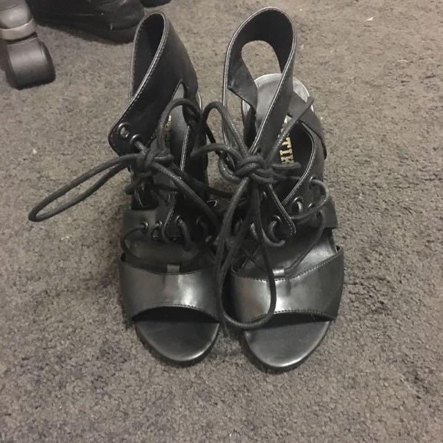 Lipstik Tie Up Shoes Size 6