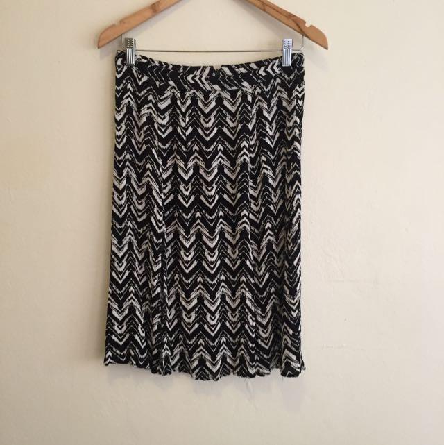 Midi Skirt. Size Small