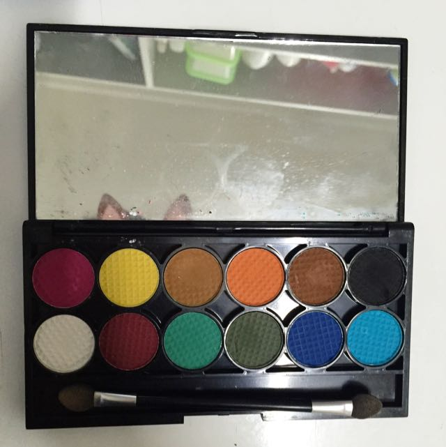 Sleek mineral based eyeshadow palette Chaos 577