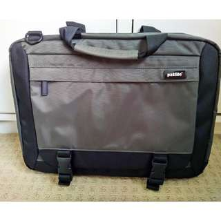 AS NEW HIGHEST QUALITY PAKLITE LAPTOP BAG WITH PLENTY OF STORAGE!