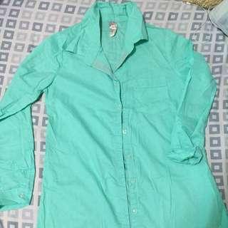 亮綠薄襯衫