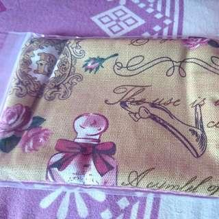 BNIP Vintage Design Tissue/Coin Pouch