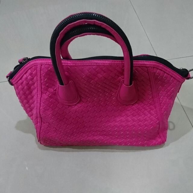 桃紅色編織包