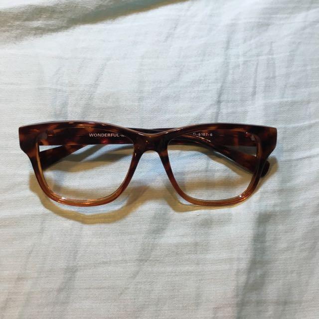 琥珀色 粗框眼鏡